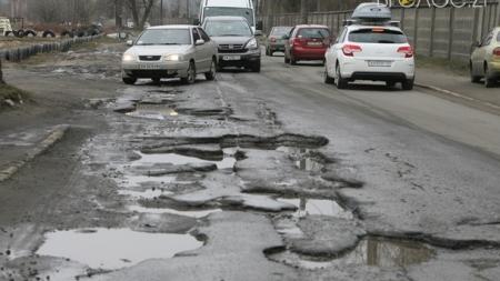 Житомиряни просять міськраду штрафувати чиновників за вибоїни на дорогах