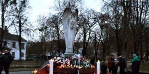 У Житомирі біля Сумуючого Янгола вшанували пам'ять жертв голодоморів