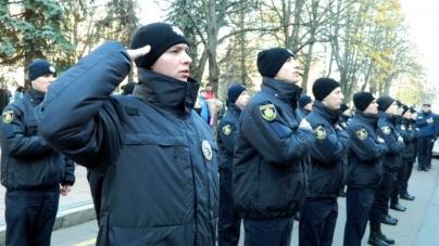 """Вірність та відданість народу: у Житомирі 20 """"нових"""" поліцейських склали присягу"""