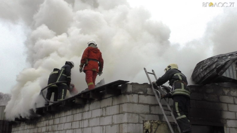 23 пожежники боролися із вогнем на підприємстві у Житомирі
