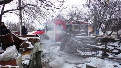 У Житомирі під час пожежі у житловому будинку загинув чоловік (ВІДЕО)