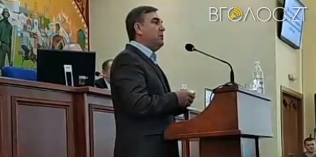 Екс-мер під оплески повернув своє посвідчення радника міського голови Весельському
