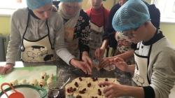 У житомирській школі «Всесвіт» відкрили міні-пекарню, де для дітей влаштовуватимуть безкоштовні майстер-класи з випічки хліба