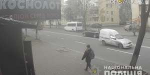 У житомирському магазині чоловік побив молотком 27-річну продавчиню та забрав її мобільний