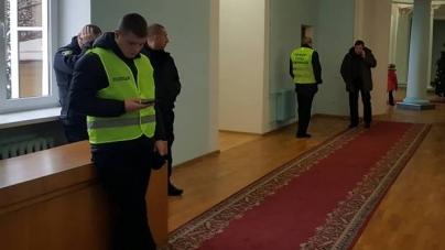 Любов Цимбалюк попросила Сухомлина відпустити на роботу поліцейських