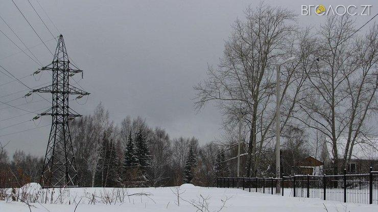 Через снігову заметіль декілька сіл Житомирщини залишилися без електропостачання