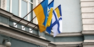 У Житомирі підняли прапор Військово-Морських Сил України на підтримку полонених моряків