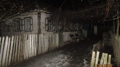 На Житомирщині 26-річний чоловік зарубав сокирою співмешканку