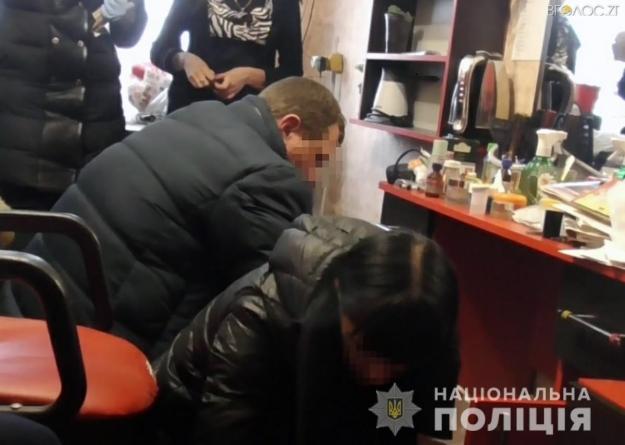 У Баранівці перукарка продавала наркотики клієнтам