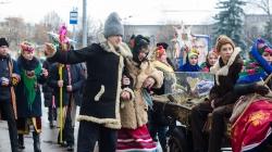Чудернацькі костюми та колоритні забави: у Житомирі відсвяткували Маланку (ФОТО)