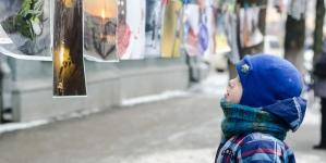 На Михайлівській фотографи вивісили «сушитись» свої світлини (ФОТО)