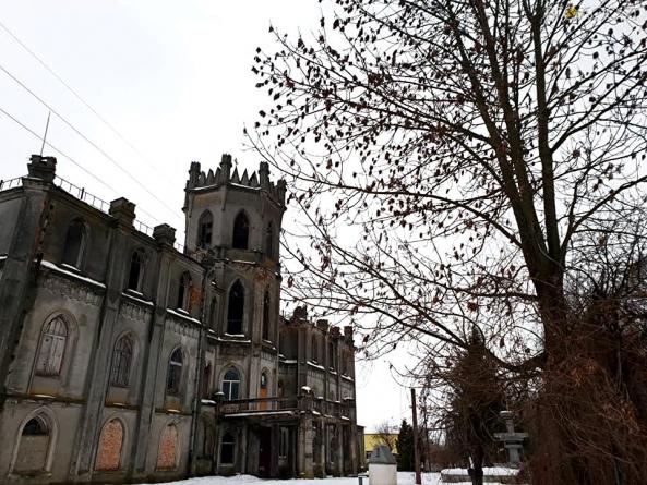 Як виглядає напівзруйнований палац Терещенків в Андрушівському районі (ФОТО)