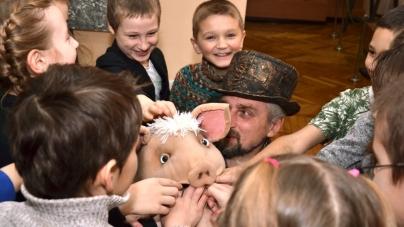 Як у краєзнавчому музеї лялька Хрю влаштувала для школярів екскурсію