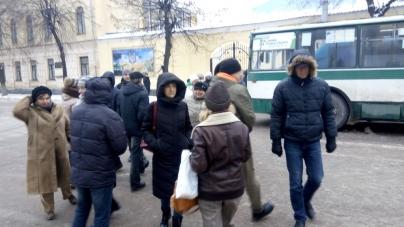 Близько двадцяти житомирян перекрили дорогу у центрі міста