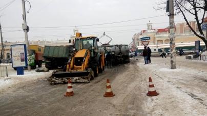 На Лятошинського водоканал розкопав дорогу через ремонт водогону