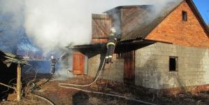 Під час пожежі в господарчій будівлі рятувальники знайшли тіло чоловіка