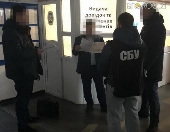 На Житомирщині викрили посадовця фіскальної служби, який систематично отримував «хабарі» від підприємців