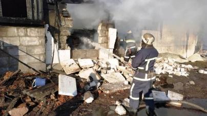 Пожежа на підприємстві: вогнеборці 6 разів їздили по воду, щоб загасити вогонь
