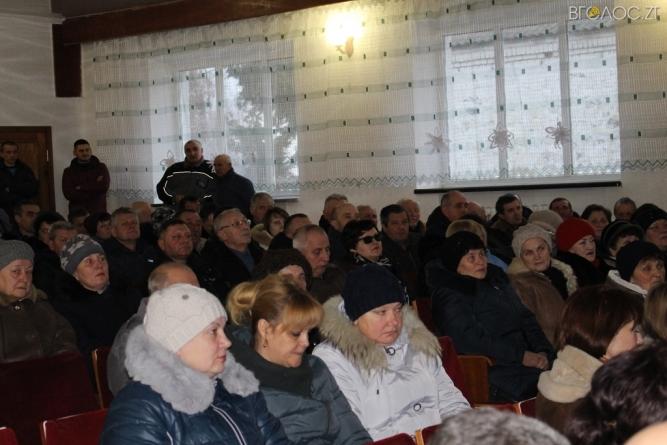 Жителі Черняхівського району просять облраду не продавати майно держпідприємства