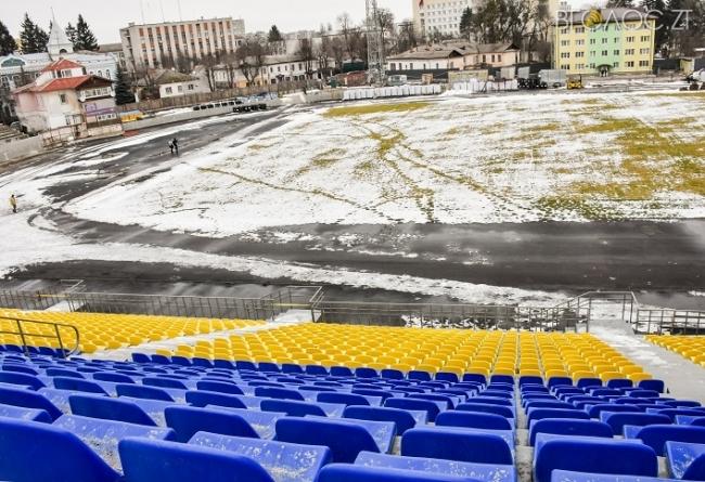 На центральному стадіоні «Полісся» погода дозволила продовжити будівельні роботи (ФОТО)