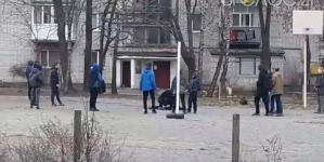 У Житомирі побилися двоє підлітків. Свідки зняли це на відео