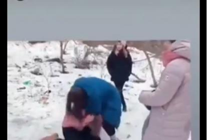 Житомир: школярі зняли відео, де купка підлітків знущаються над дівчиною