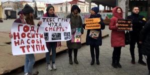 Твоя шуба перед смертю кричала: активісти закликають житомирян відмовитися від натурального хутра