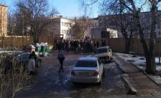 Мешканці будинків у центрі Житомира кілька місяців борються за прибудинкову територію