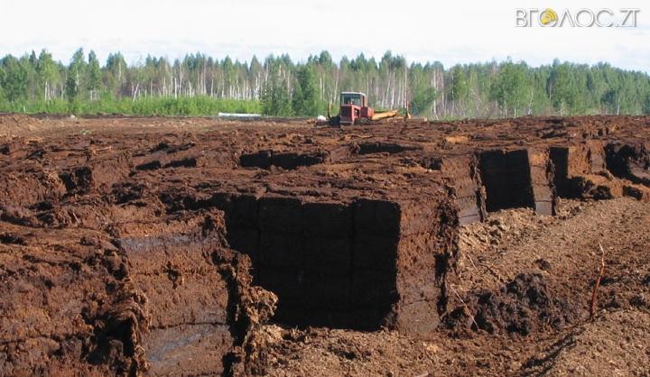 Екс-директора торфозаводу на Житомирщині підозрюють у незаконному видобутку торфу