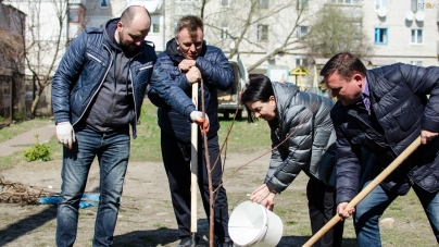 Депутати міської та обласної рад долучилися до прибирання Житомира (ФОТО)
