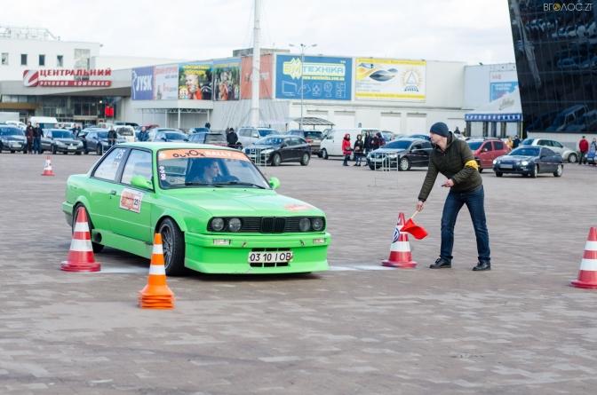У Житомирі відбулися змагання з фігурного водіння