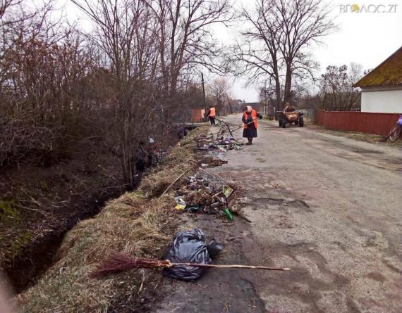 Угоду на вивезення сміття уклала лише одна жителька вулиці. Інші викидають непотріб на дорогу