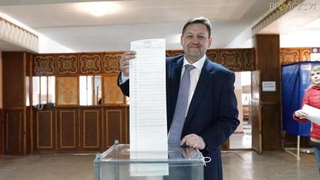 Губернатор Житомирщини під час голосування порушив закон