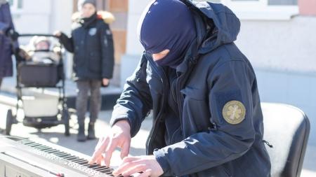 Музичний символ Революції Гідності Piano Extremist презентував у Житомирі свій альбом
