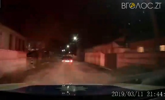 Поліцейські оприлюднили відео погоні та затримання п'яного водія, який обікрав знайому