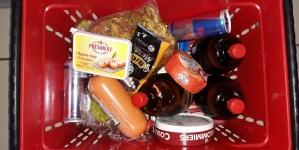 Житомирянин для домашнього свята намагався винести ковбасу та алкоголь з супермаркету