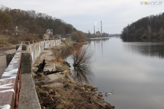 У Житомирі тривають роботи по реконструкції набережної річки Тетерів