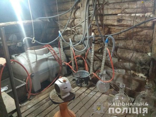 """На Житомирщині поліцейські з допомогою селян """"накрили"""" потужну нарколабораторію"""