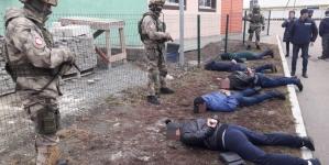 Поліція оприлюднила фото резонансного затримання банди вимагачів