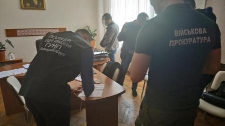 На Житомирщині поліцейські затримали посадовця після отримання хабара