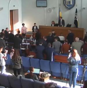 Стоячи та під оплески депутати проводжали заступницю міської голови у відставку