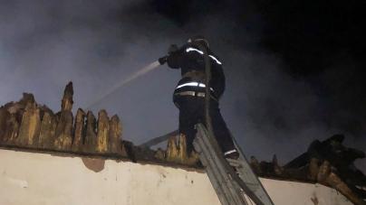 На Житомирщині підпалили школу: повністю згоріла покрівля
