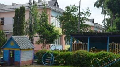 Житомиряни просять оновити ігрові майданчики біля дитячих садочків