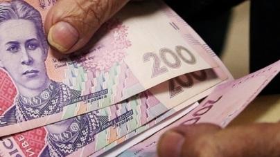 У пенсіонерки шахрайка видурили 70 000 гривень, обмінявши їх на папір