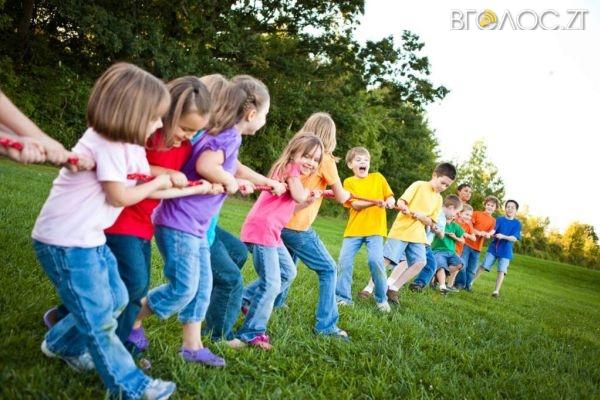На Житомирщині за кошти обласного бюджету оздоровлять дітей в 6 місцевих таборах