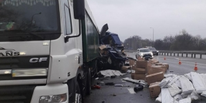 На трасі Київ-Чоп зіткнулися дві фури: загинув водій