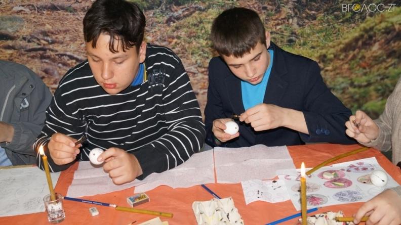 Житомирські діти розмалювали писанки для захисників України (ФОТО)