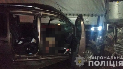 У Житомирському районі загинув водій мінівена, який зіштовхнувся з автопоїздом