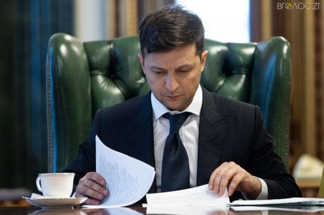 """Зеленський звільнив голову Коростенської РДА, який """"погорів"""" на хабарі"""