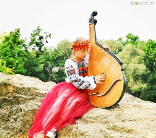 Маленька бандуристка із Житомира стала наймолодшим композитором України